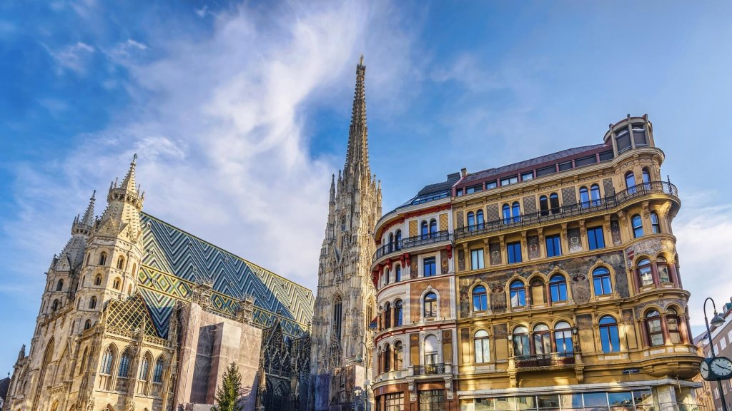 Saint stephen cathedral on stephansplatz in vienna, austria, blue sky on a sunny day, sunset